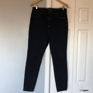D. Jeans skinny jeans size 14
